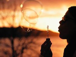 320px-Blowing_bubbles_at_sunset